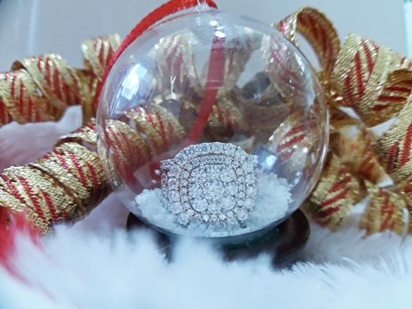 View Iddeal Card Promotion: Giveaway Snow Globe